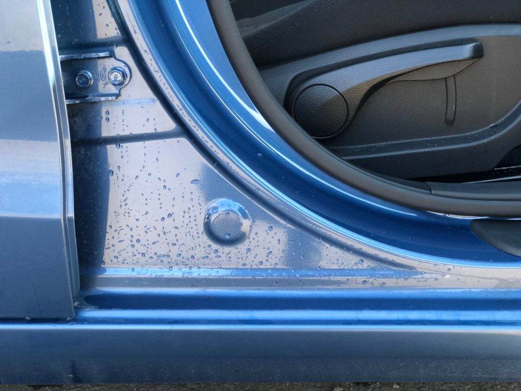 Pyyhi auto pesun jälkeen KUNGS-tuotteilla