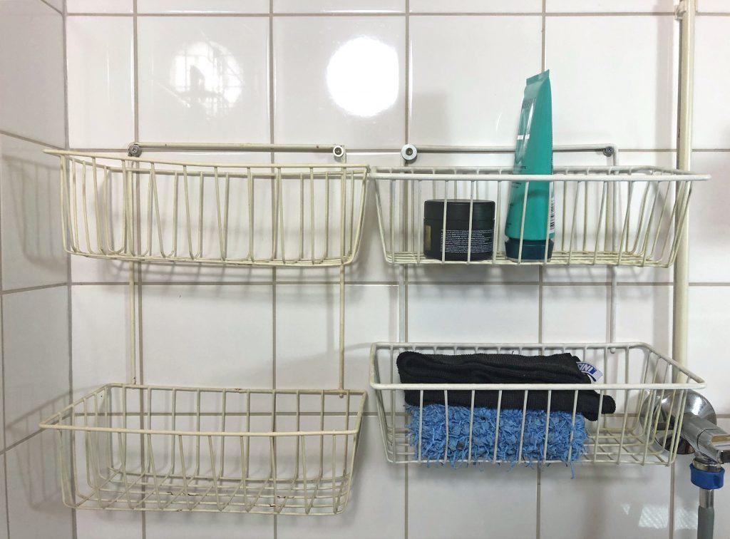 Älä asenna kylpyhuonetelinettä näin