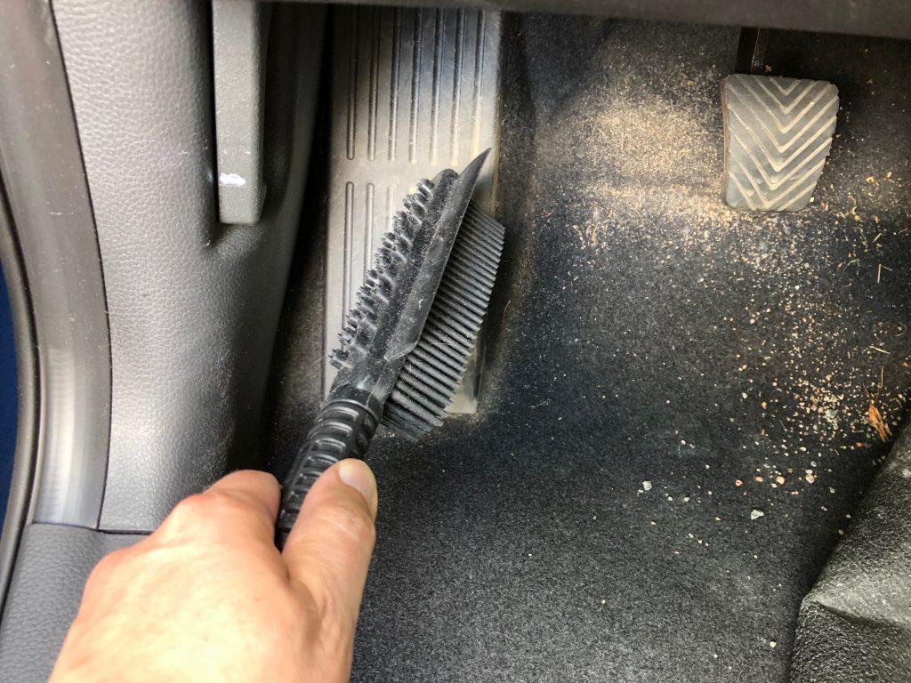Quick brush -silikoniharja autoon